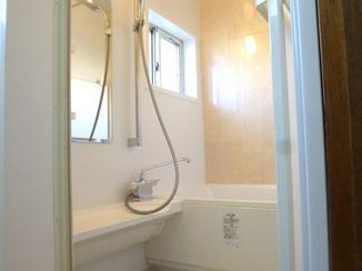 バスルームリフォーム 水漏れが心配で...ユニットバス交換で安心な暖かいお風呂に!