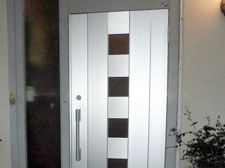 エクステリアリフォーム コストを抑えてピカピカの玄関扉に