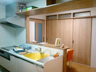 キッチンリフォーム 明るい雰囲気で料理が楽しくなる高機能キッチン
