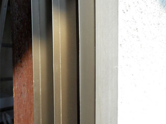 小工事 ドア枠の傷の修復作業