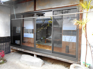 内装リフォーム 断熱性の高い二重窓で冬でも暖かな縁側に