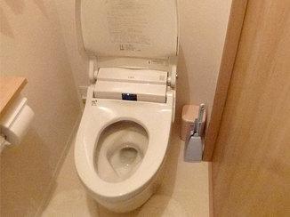 トイレリフォーム 限りある空間を広く使ったスタイリッシュなトイレ空間