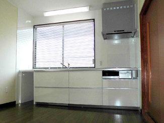 キッチンリフォーム 明るく使いやすいキッチンと増設棚を2階に新設