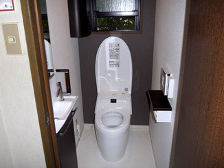 トイレリフォーム 手洗いを別にした体に負担をかけないトイレ