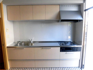 キッチンリフォーム 限られたスペースでも広く使えるシステムキッチン
