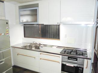 キッチンリフォーム 空間を広々と感じられるシステムキッチン