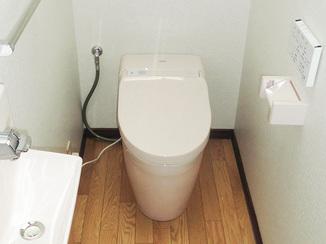 トイレリフォーム 掃除しやすくかわいらしいトイレルーム