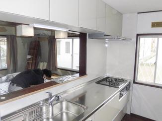 キッチンリフォーム 収納スペースたっぷりの最新システムキッチン