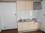 キッチンリフォームコストをかけず、明るい空間を演出するキッチンに