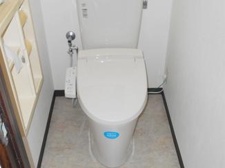 トイレリフォーム ローコストで機能を向上させたトイレ