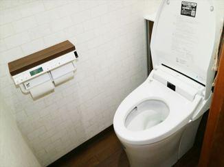 トイレリフォーム 実用性を兼ね備えた「ウッドタイル」で、インパクトのあるお洒落なトイレ空間に