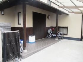外壁・屋根リフォーム外壁に合わせ木部も塗装。職人の丁寧な作業にお客さまも大満足!