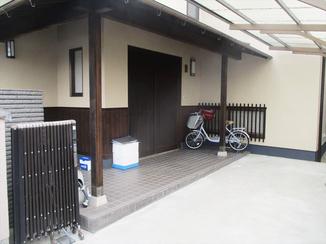 外壁・屋根リフォーム 外壁に合わせ木部も塗装。職人の丁寧な作業にお客さまも大満足!